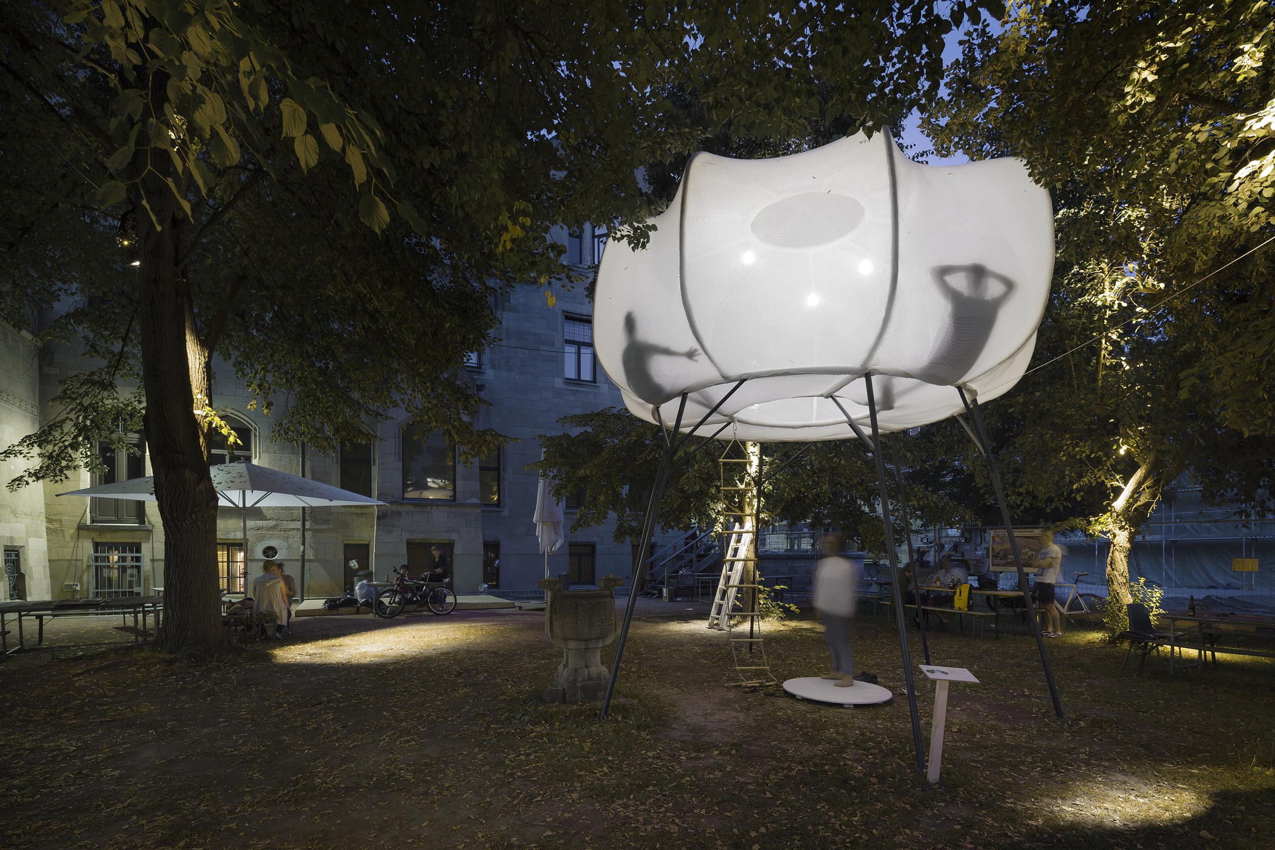 clap-studio-cumulus-art-installation-experience-ux