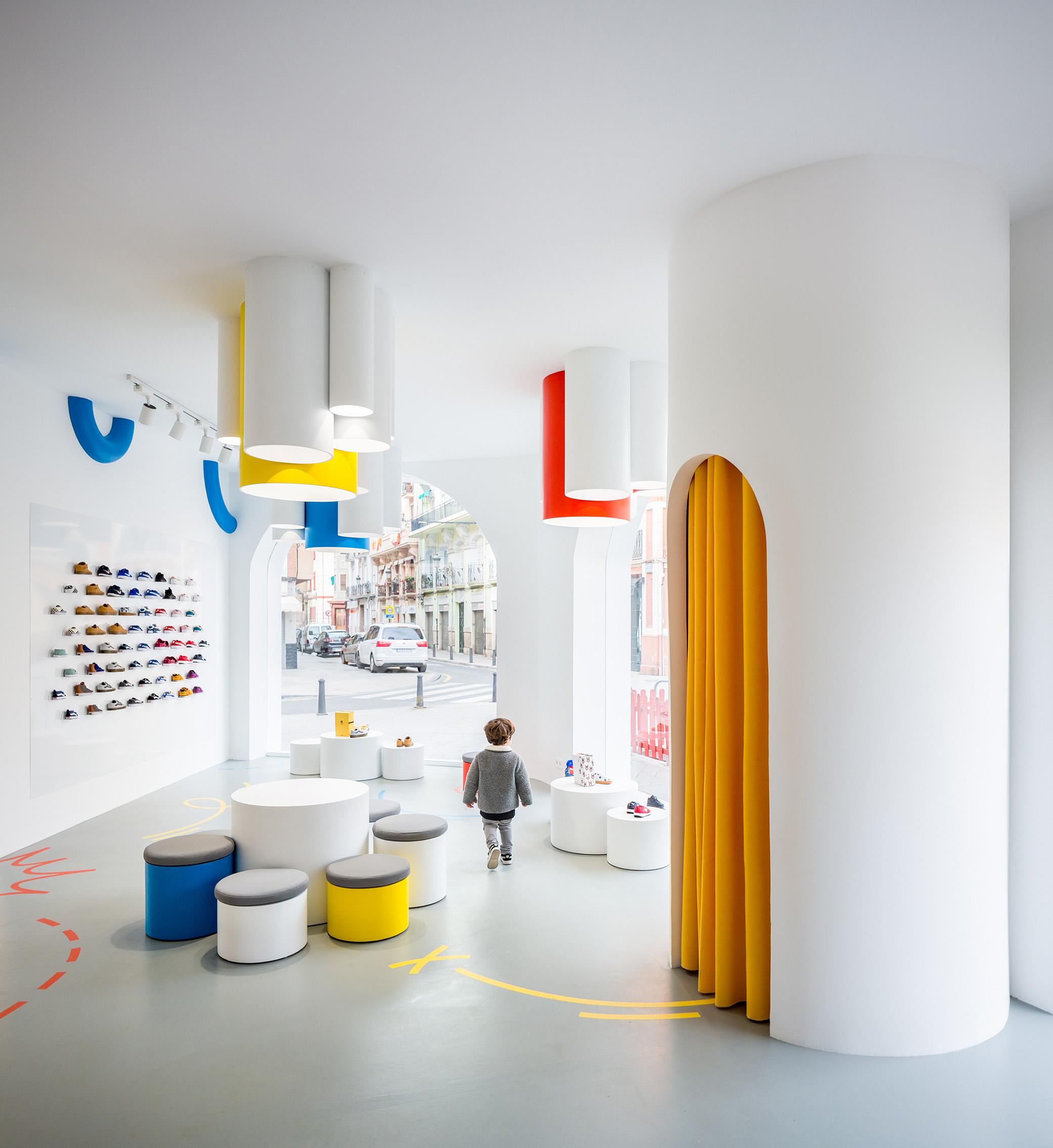 clap-studio-interior-design-little-stories-diseño-tienda-valencia-retail