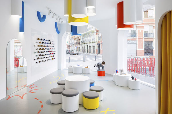 little-stories-sneakers-store-kids-valencia-clap-studio-interior-design
